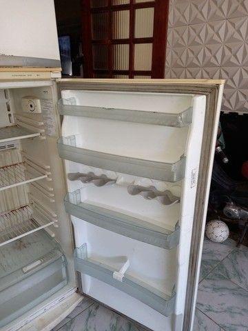 Geladeira Electrolux  Duplex gelo seco em ótimo estado  400 reais  - Foto 4