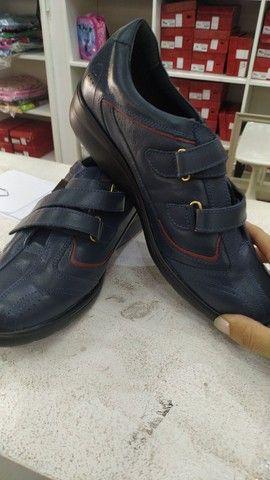 Lote com 340 pares de calçados com Funções Ortopédicas - Foto 3