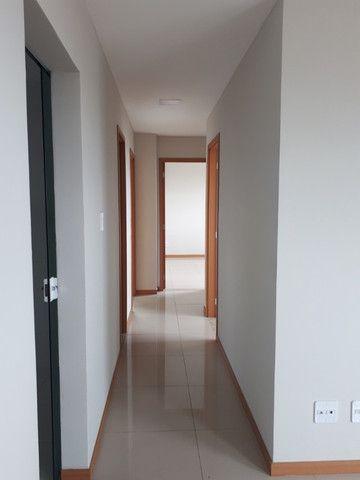 Alugo apartamento com 3 quartos- ED. coliseum/ - Foto 2