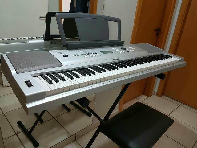 Teclado Yamaha Portable Grand DGX-230