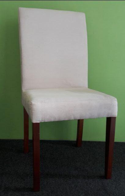 Cadeira em madeira, revestida em tecido sued bege. Nova