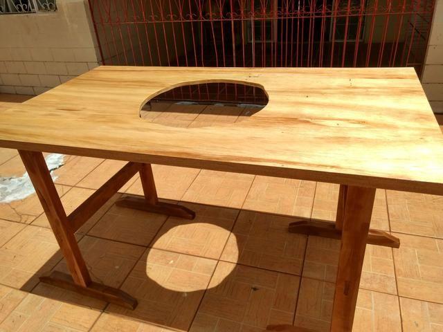 Mesa de madera para goma