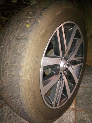 Rodas Toyota Hilux originais + pneus zeros - Foto 2