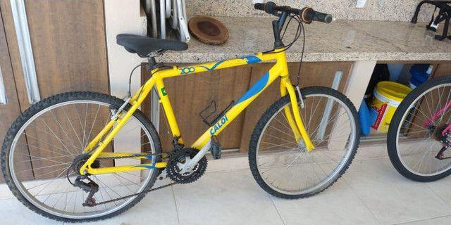 Bicicleta Aro 26 com capacete
