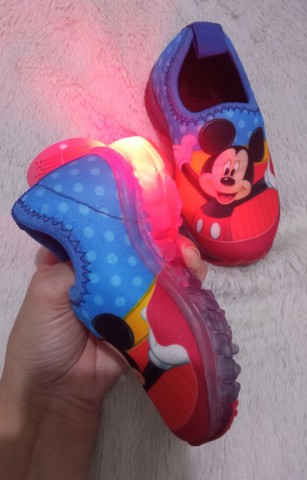 Tênis baby infantil de led Mickey e Minnie  - Foto 2