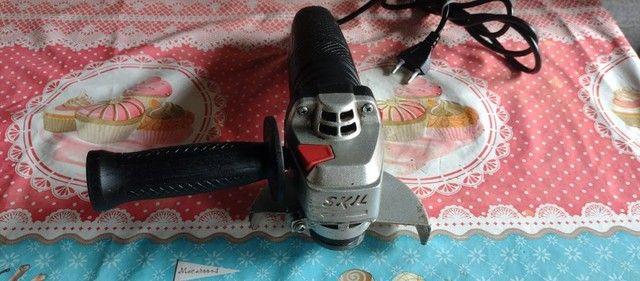 """Esmerilhadeira Angular de 4 1/2"""" Skil 9002 700W com Capa Protetora e Punho Auxiliar - Foto 6"""