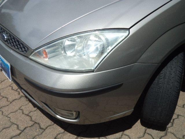 Focus Sedan Ghia 2005 - Foto 16