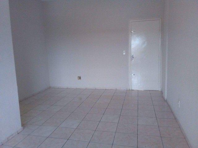 Condomínio Residencial Benfica-99m2- Elevador- 4°andar - Foto 2
