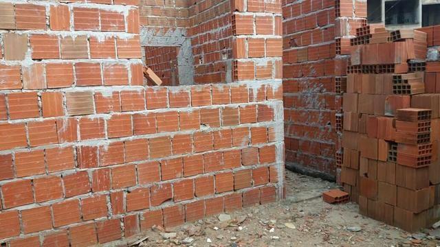 terreno com casa em construção toda murada 5x15 em comunidade do altiplano - 2010
