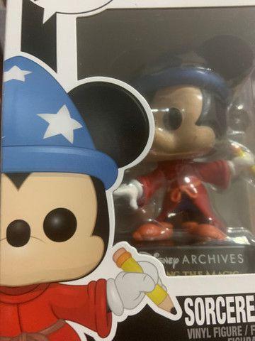 Funko Pop! Disney Archives 50 th: Sorcerer Mickey (Mickey Feiticeiro) #799 - Foto 5