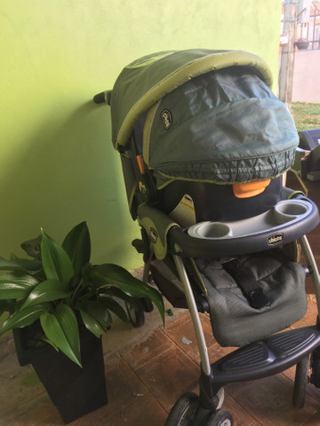 Kit Chicco carrinho, bebê conforto e base - Foto 6