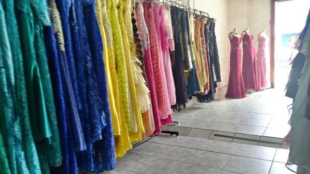Vende-se loja de vestidos para festa (Ponto)