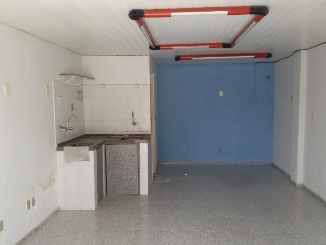 Alugam-se duas lojas no bairro de Fátima - Foto 2