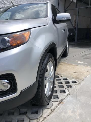 Vendo Kia Sorento Modelo EX2 carro muito novo 2012 - Foto 12