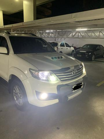 Toyota Hilux SW4 SRV - 5Lugares