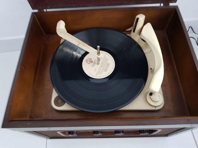 Radio vitrola valvulada anos 50. Belíssima! - Foto 2