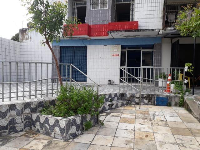 Alugam-se duas lojas no bairro de Fátima