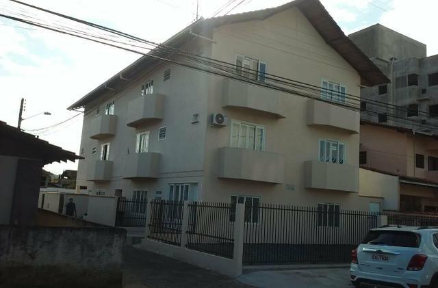 Alugo apartamentos** 01 e 02 quartos