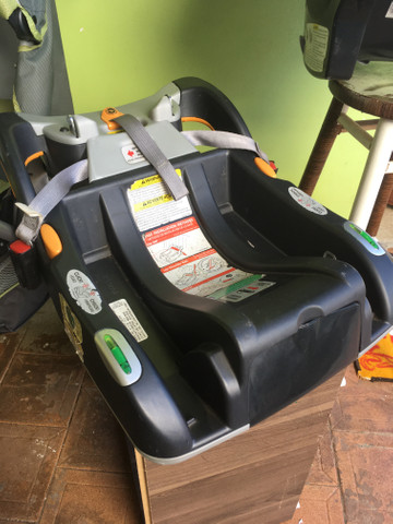 Kit Chicco carrinho, bebê conforto e base - Foto 2