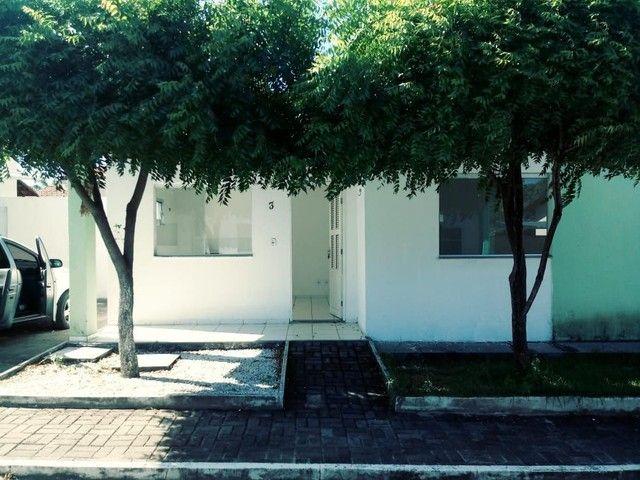 Ótima casa dois quartos em condomínio fechado