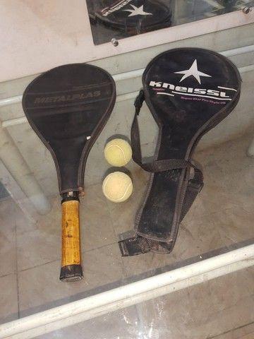 (Cód.029) Duas raquetes e duas bolinhas de Tênis