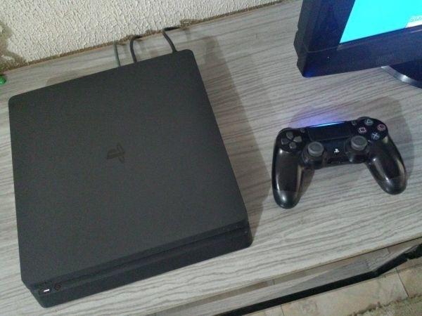 PS4 Slim 1tb 2 Controles 1 jogo