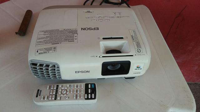 Data Show Epson LCD Projector H568A