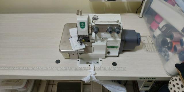 Máquina de Costura Overlock Industrial ZOJE