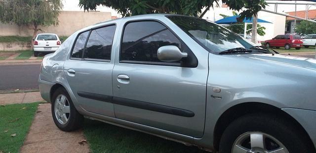 Renault Clio sedã completo