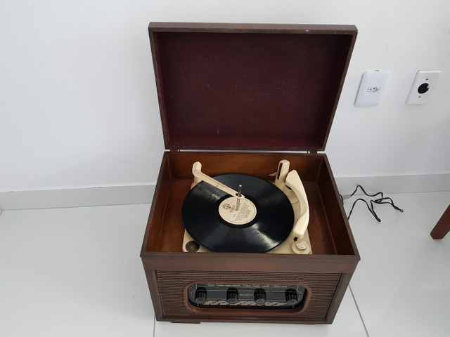 Radio vitrola valvulada anos 50. Belíssima! - Foto 3