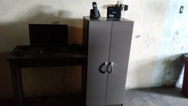 Estante+Mesa de Computador+ Estabilizador - Foto 3
