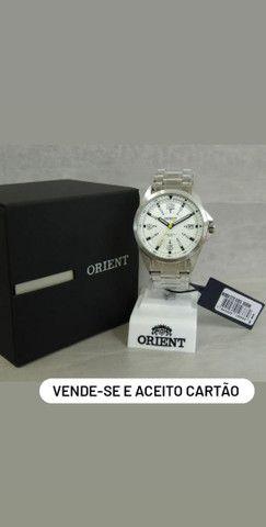 Ricari<br><br>Relógio Orient Masculino Prata e Branco MBSS1171 S2SX<br><br>