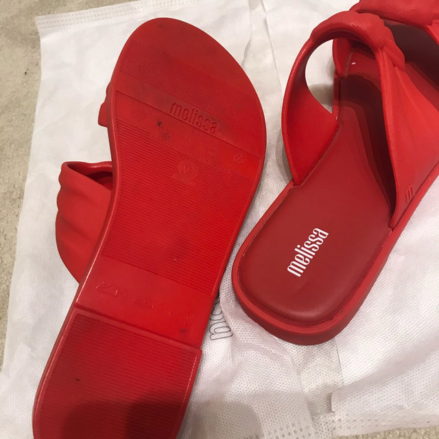 Melissa velvet vermelha - Foto 3