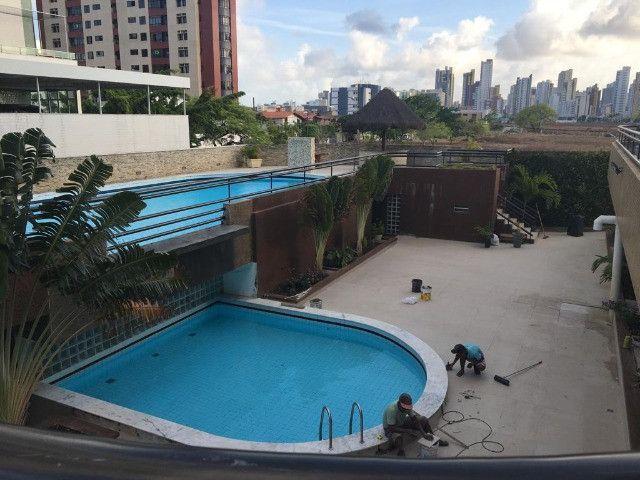 Apartamento com 3 quartos, sendo 1 suíte máster com varanda + DCE e área de lazer completa - Foto 5