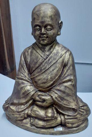 Estatueta Monge budista- Jardim externo - Foto 3