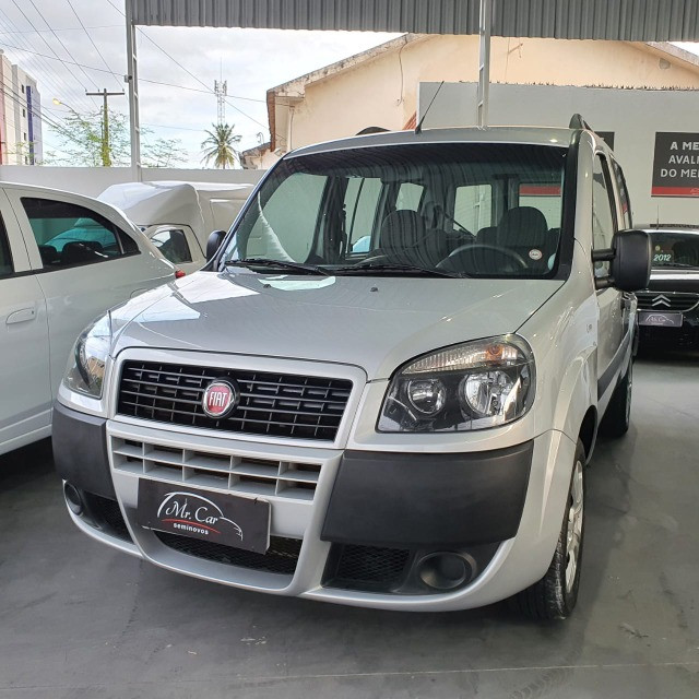 Fiat Doblo Essence 1.8 7L 2019 - Foto 2