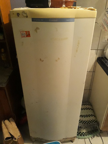 Vendo uma geladeira marca consul