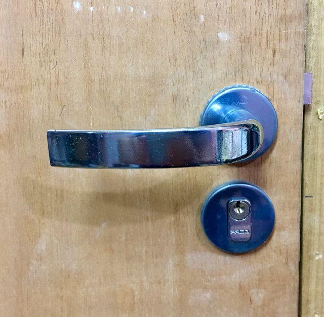 Porta de madeira + portal + fechadura pado - Foto 5