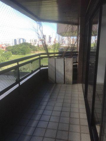 Apartamento com 3 quartos, sendo 1 suíte máster com varanda + DCE e área de lazer completa - Foto 12