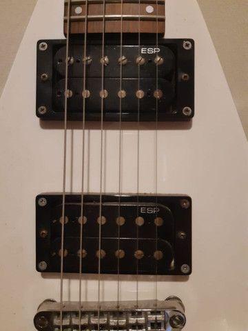Guitarra Esp Ltd V-50 Branca - Foto 6