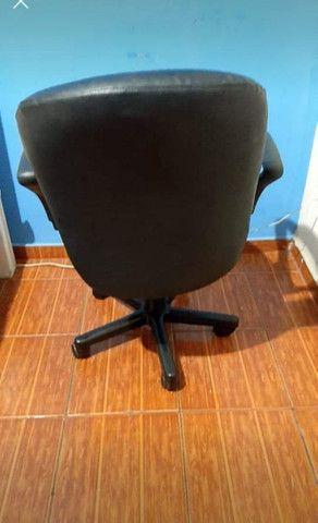 Cadeira de escritório nova sem detalhe! - Foto 2