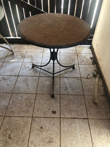 Mesa de vidro e outra com pé de ferro OPORTUNIDADE  - Foto 3