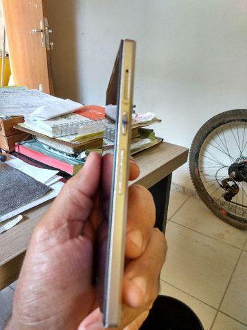 Celular positivo, com botão de ligar estragado, tela quebrada funcionando - Foto 4
