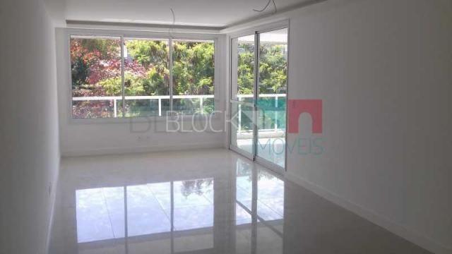 Apartamento à venda com 3 dormitórios cod:RCAP30252