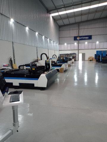 Máquina corte e solda a LASER entre outros equipamentos como dobradeira metaleira