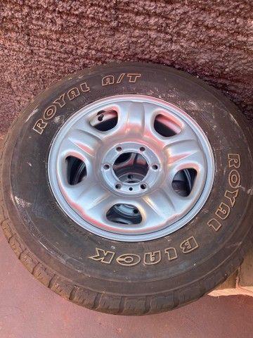 Roda S10 com pneus meia vida