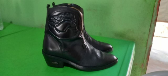 Vendo bota número 38 - Foto 2