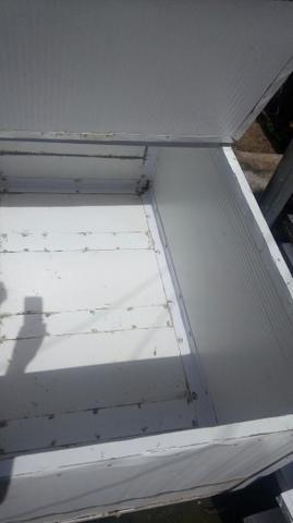 Vendo essa caixa térmica pega 300 quilo de peixe junto com gelo já