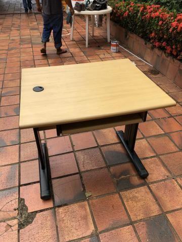 Mesa para escritório com lugar pra o teclado