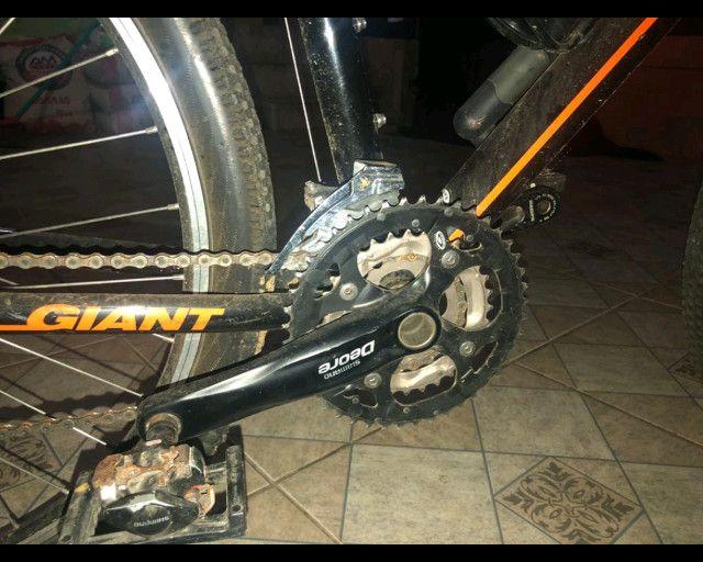 Bicicleta aro 26, quadro 19 Giant, câmbio deore xt - Foto 6